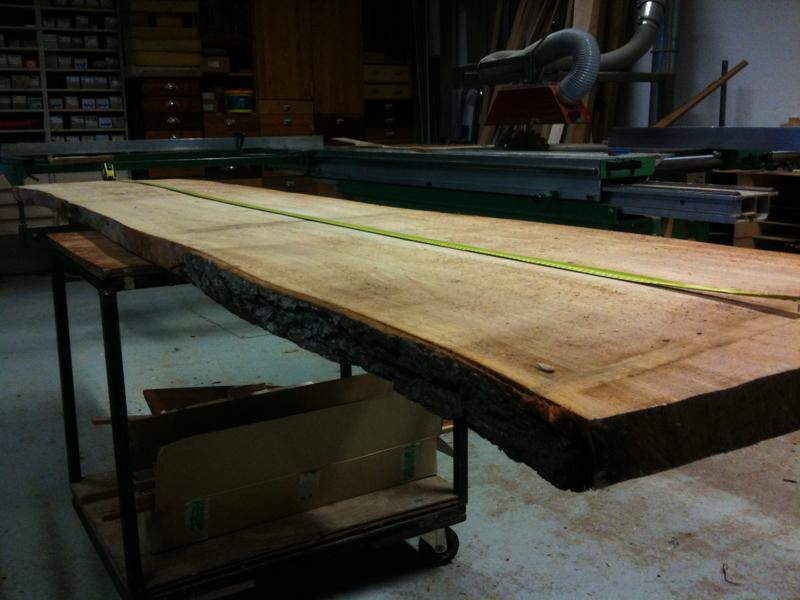 Zwevende Plank Ophangsysteem.Iepenhouten Boekenplanken Meubelmakerij Korthout